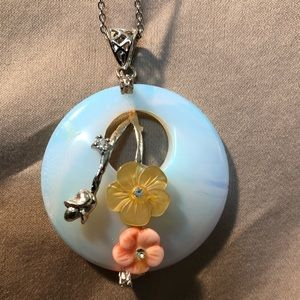 Jewelry - Pearl and Flower Pendent Necklace